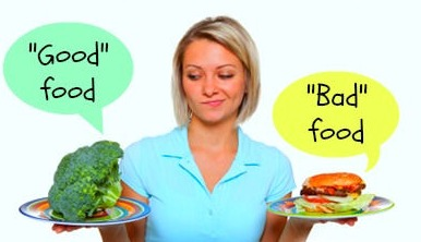 woman holding and debating between broccoli and a burger